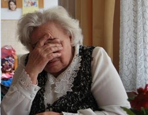 oudere vrouw klein